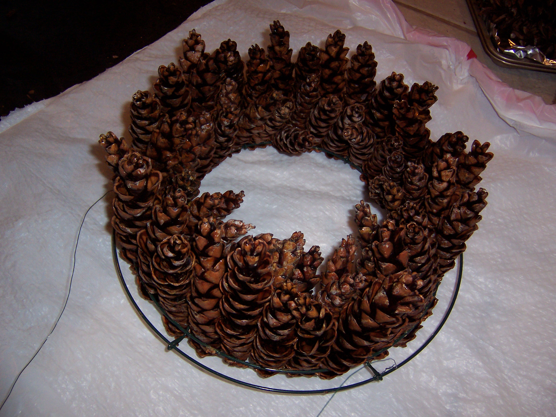 How to make a beautiful PINE CONE WREATH – without gluing or wiring ...