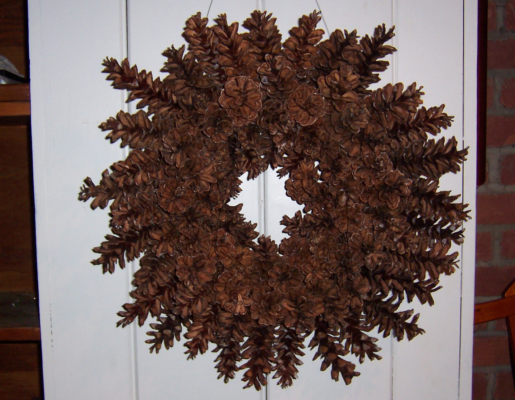 how to make a beautiful pine cone wreath u2013 without gluing or