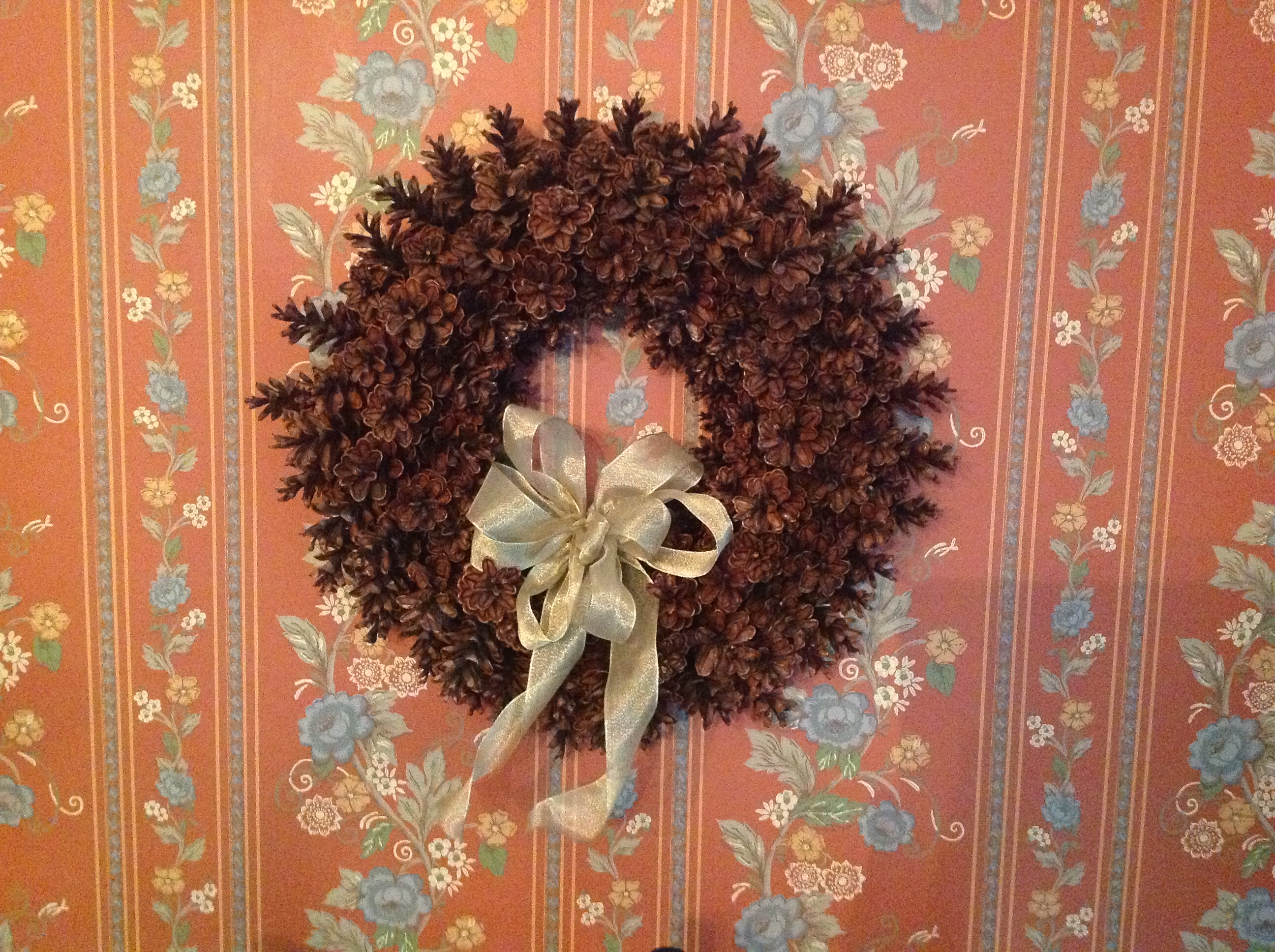 How To Make A Beautiful Pine Cone Wreath Without Gluing Or Wiring Bernice L Rocque